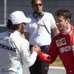 Ecclestone: Hamilton bi se raje upokojil, kot pri Ferrariju izgubil proti Leclercu