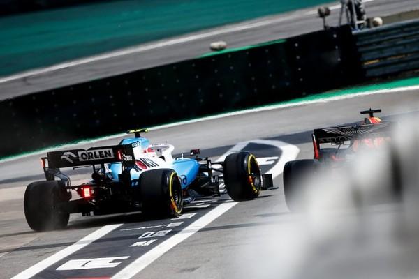 Video: Verstappen in Kubica skoraj trčila v boksih