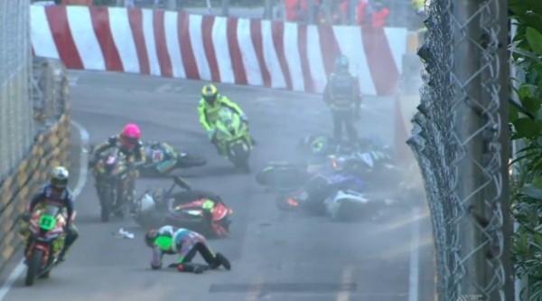 Video: Motociklistična dirka v Macau po seriji hudih padcev odpovedana