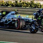 Video: Lewis Hamilton in Valentino Rossi zamenjala svoji dirkaški orožji